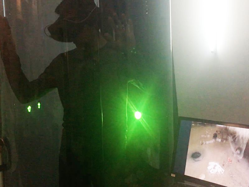 A la derecha, la pantalla en la que se veía lo que Enri veía por las Oculus Rift